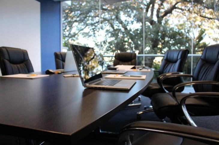 会議の無駄を無くせ!:会議室の風景