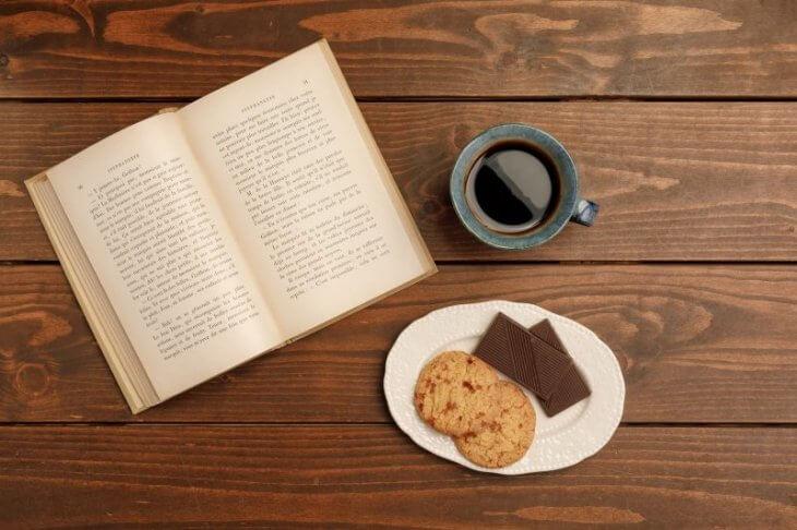 5W1Hではなく7W3H:落ち着くカフェで読書タイム