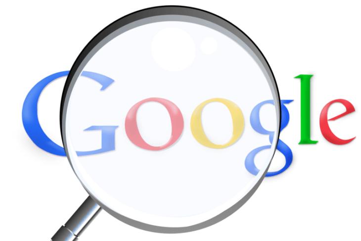 検索エンジンとは:Googleの文字を虫眼鏡を使って詳細に見る