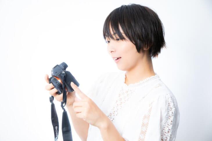 ブログ 50記事:あ!またこんな良いの撮れた!と喜ぶ女性