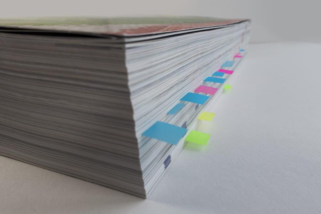 WordPress 見出し:本に付箋が貼ってある