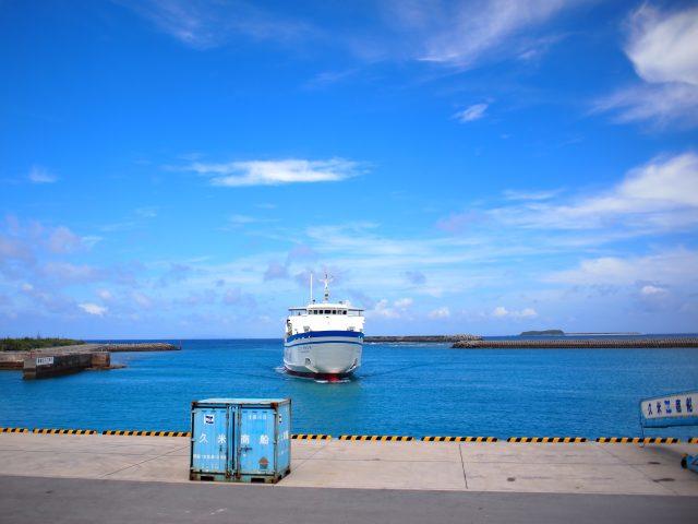 フェリーは島と島とつなぐ大事な役目を果たす。