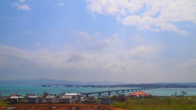 高台から見た古宇利大橋