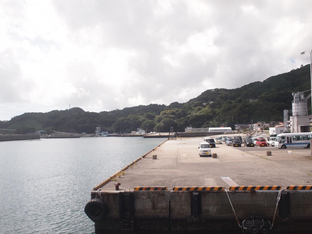 下甑島の長浜港
