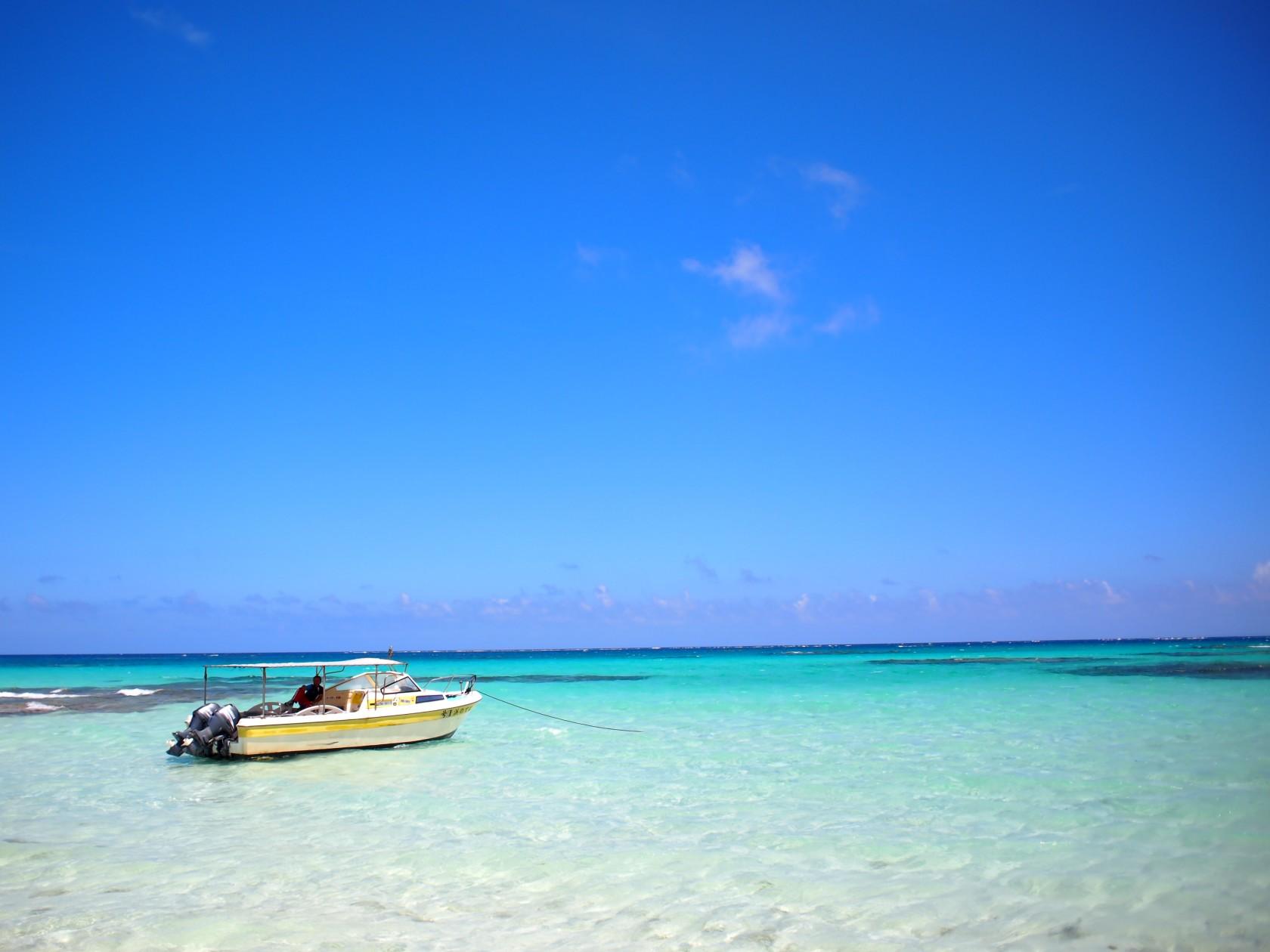 久米島のはての浜をふたりじめ。贅沢気分と同時に感じた無人島の怖さ。