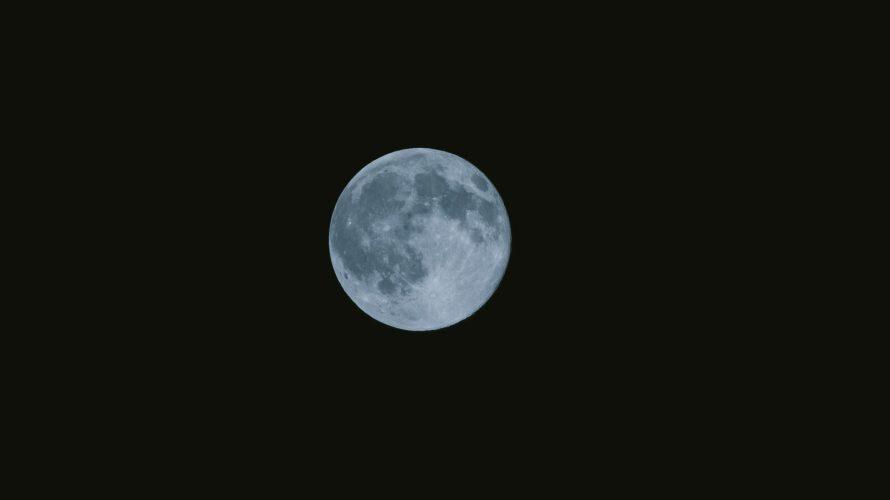 月の導き。小笠原諸島 父島のユースホステルから、月明かりを頼りにウェザーステーションへ。